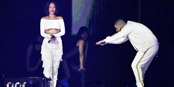 "Rihanna and Drake OVO Fest Performance - Rihanna-Drake ""Too Good"" On-Stage Chemistry"