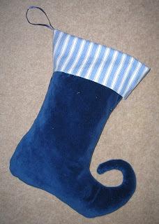 Sew Ruthie: Blue velvet Christmas Stocking  --  http://www.fleecefun.com/christmas-stocking-how-to.html
