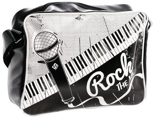 Dizajnová športová kabelka s módnou potlačou. Kabelka nie je delená na priehradky, má však vnútorné bočné vrecko na zips. Ramienko je pevnou súčasťou kabelky.