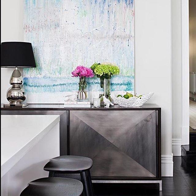 Elegant inspiration featuring Shiny Nickel Gourd. Rg: @cocorepublic #tablelamps #shinynickel #bloomingdaleslighting #classicdesign #contemporaryclassic #detail #cocorepublic #lighting #lighttheworld #lightingdesign #interior #interiors #luxuryproperties #luxury #homedecor #interiorinspiration #australianhomes