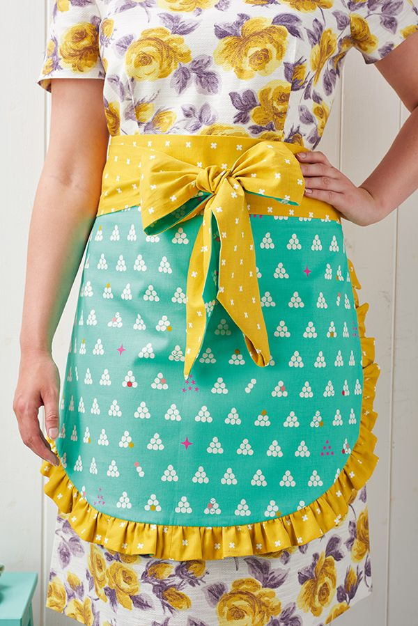Christmas apron sewing pattern (plus a recipe for Christmas cookies!) in Mollie…