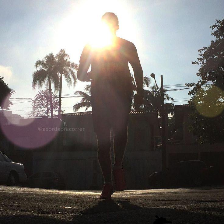 Bom dia!! Registro do treino de hoje! Foram 2k de aquecimento  7x 1000m  1k pra esfriar. Treino intervalado de resistência. E por aí? Como foi/será? Boa quinta!!! #acordapracorrer #correrecompartilhar #correcomigo #corridaderua #intervalado #treino #run #running #runningpic #dodia #viciadoemcorrida #correrparainspirar #runtoinspire #motivacao #focanacorrida #instarunners