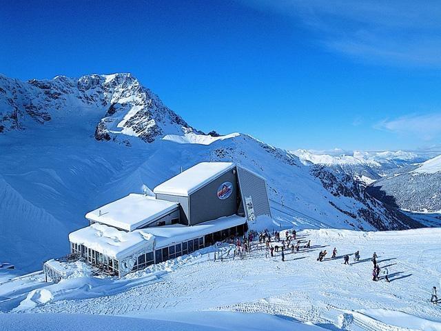 """Ski roundabout """"Sellarunde""""   Skikarussell Sellarunde   Giro sciistico intorno al gruppo del Sella"""