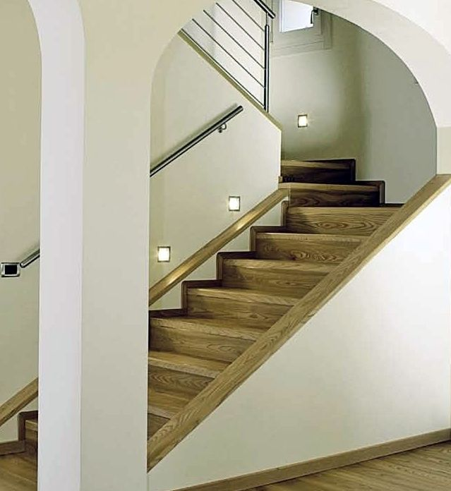 Stairs covering in American elm