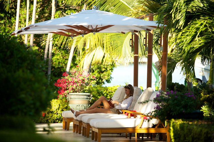Greek summer! #avax #avaxdeco #tuuci #greeksummer #outdoorfurniture #greekfurniture #swimmingpool #piscine