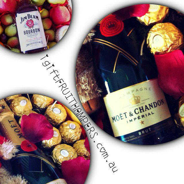 FRUIT GIFT HAMPERS FREE DELIVERY Australia Wide.#love #luxury #luxurygifts #fruit #fruitgifts #fruitbaskets #fruitbaskets #fruithampers #fruithamperssydney #picoftheday #ferrero #chocolate #champagne #moet #summer #igiftfruithampers