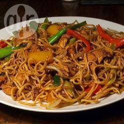 'Chicken' chow mein - used this recipe as a jumping off point - used Isa's chicken stylee seitan, beansprouts and mushrooms, left out the corn (and chicken obvs) - left everything else as written :-)