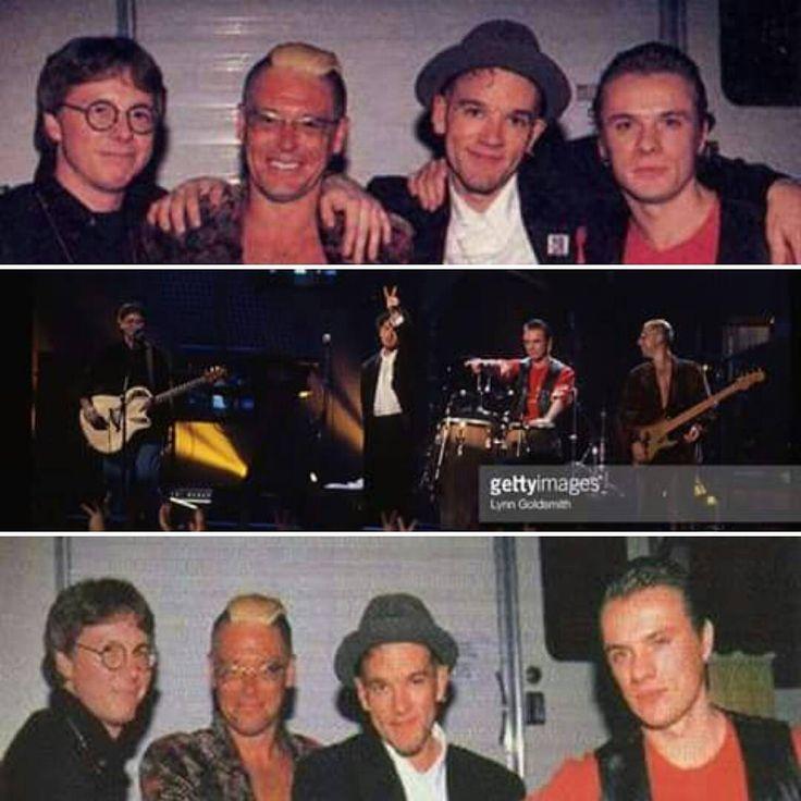 """20.01.1993 MTV Rock and Roll Inaugural Ball - Washington, District of Columbia, USA. #LarryMullenJr e #Adamlayton assistem a posse do presidente dos Estados Unidos Bill Clinton, em Washington. Na mesma noite, eles realizam com Michael Stipe e Mike Mills, do REM, uma performance de """"One"""" para o """"MTV 1993 Rock and roll Inaugural Ball"""". A fusão dos grupos fica conhecida como """"Automatic Baby"""" - devido aos nomes dos álbuns mais recentes das bandas (Automatic for the People e Achtung Baby). #U2…"""