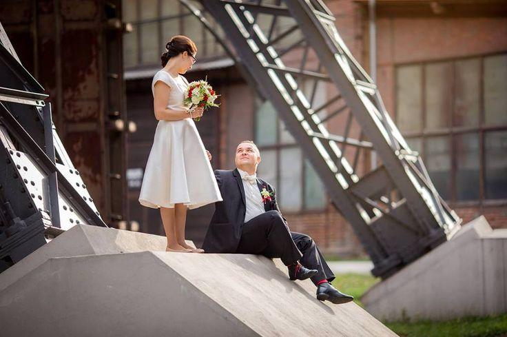https://cz.pinterest.com/ChalaLoves/lusinda-wedding/  Custom made wedding dress, tea lenght, fifites style