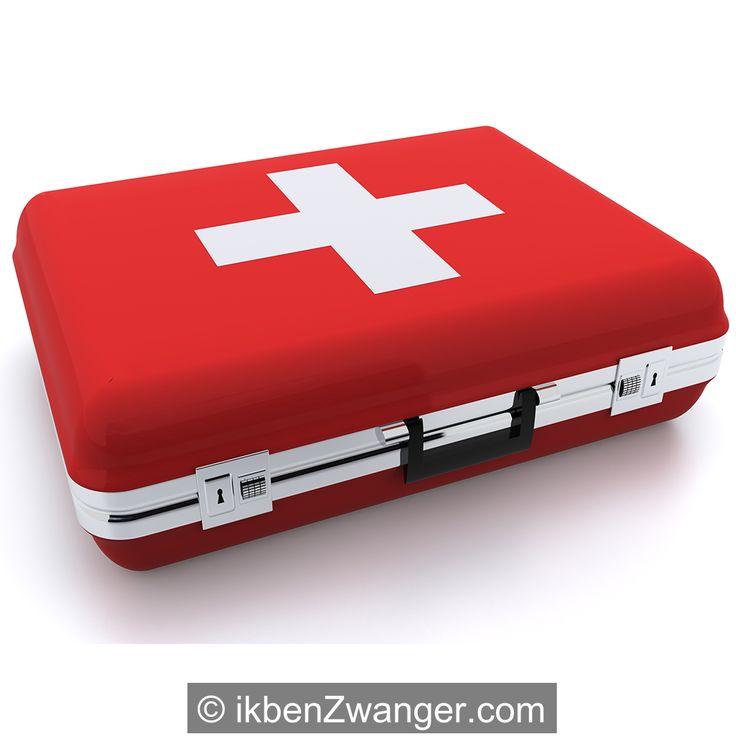 Handig! Sofie heeft uitgezocht wat je allemaal in je koffer propt als je gaat #bevallen in het #ziekenhuis . Wat neem jij mee? #Checklist #koffer voor #ziekenhuisbevalling http://www.ikbenzwanger.com/koffertje-maken-voor-ziekenhuis-blog-sofie92.php