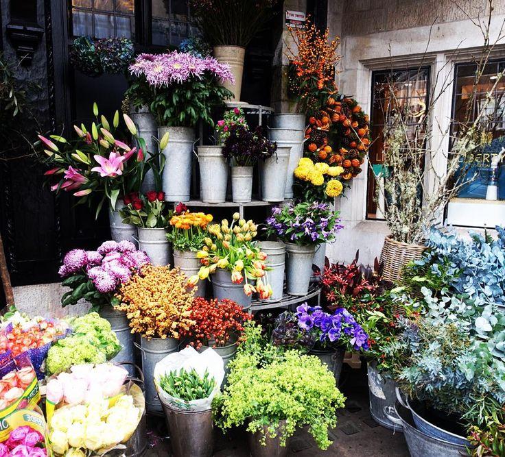 Flower power #liberty #libertylondon #london #londonlife #londoner #city #flowers #flowerstagram #beautiful #nature #decoration #christmas #christmas2015 #christmastime #merrychristmas #bbloggers #hbloggers #fblogger #lbloggers #lifestyle #luxury Thanks @katie_harriet