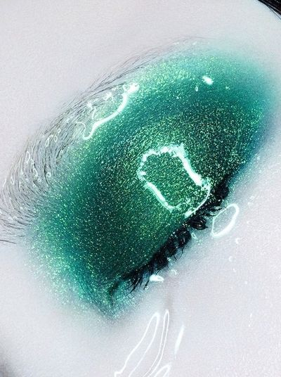 Editorial mermaid make-up: