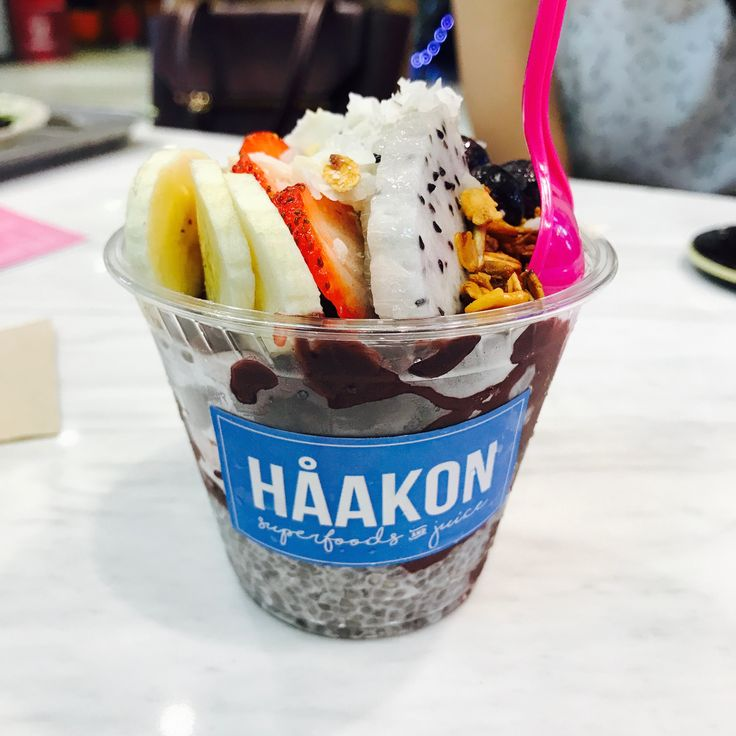 Haakon// Acai classic bowl