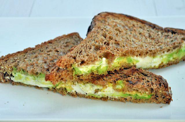 In deze post deel ik mijn 5 favoriete tosti ideeën met jullie, met geitenkaas, chorizo, cheddar en nog veel meer lekker lunch recepten.