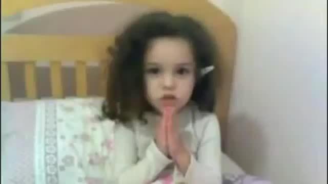 """ ¿cómo rezar con estilo? "" :c pobre niña que buen rezo :p… :`/ http://weba.mx/post/105630832239/como-rezar-con-estilo-c-pobre-nina-que-buen"