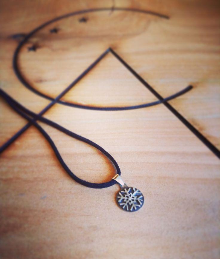 #jewerly #altocentinela #handmade #silver Copo de nieve calado a mano. Plata de ley 950.