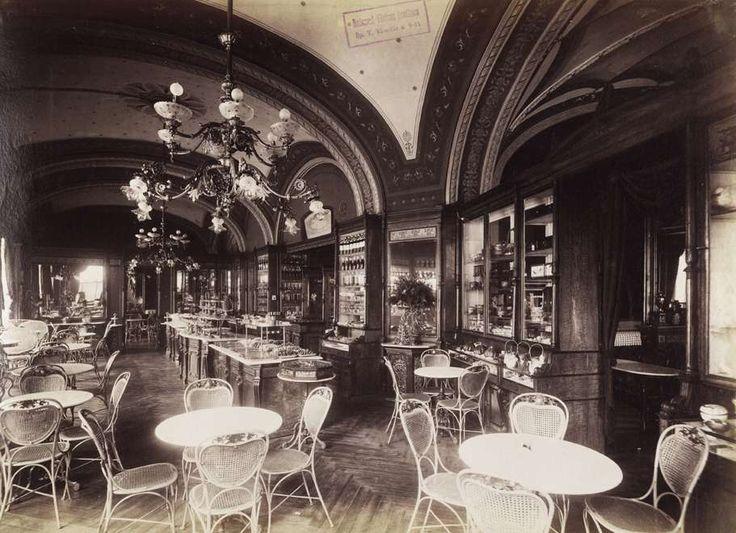Vörösmarty (Gizella) tér, Gerbeaud cukrászda. A felvétel 1890 után készült. A kép forrását kérjük így adja meg: Fortepan / Budapest Főváros Levéltára. Levéltári jelzet: HU.BFL.XV.19.d.1.07.156