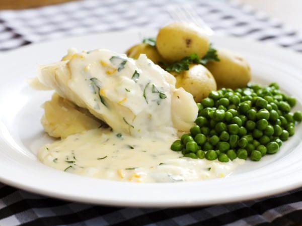 Kokt torsk med äggsås. // Boiled cod with egg sauce.