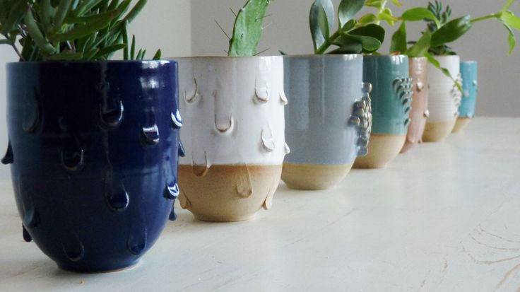 Maceta cerámica gres. medidas: 9 cm de diam 12 cm alto.colores disponibles: rosa, celeste, amarillo, verde, azul, blanco, negro y beige.