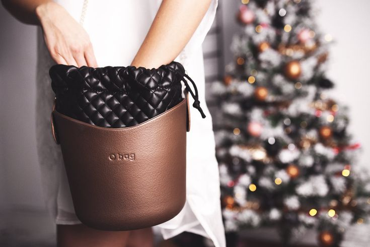 Obasket in bronzo color. Find more ways to style your Obag on Dyrogue.com. Click Click!