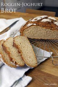 Roggen-Joghurt-Brot ist ein leckeres und schnelles Mischbrot. Die Portion reicht für eine kleine Familie oder einen Zwei-Personen-Haushalt.