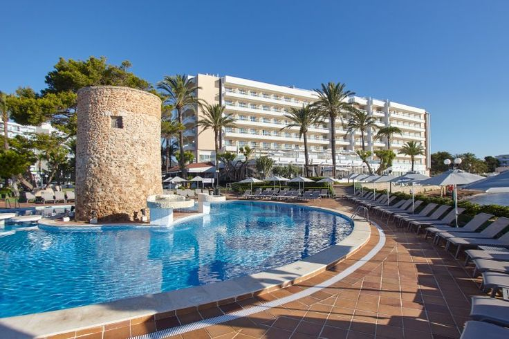 Prepare to be amazed when you stay at the Torre del Mar hotel, a haven in Playa d'en Bossa.