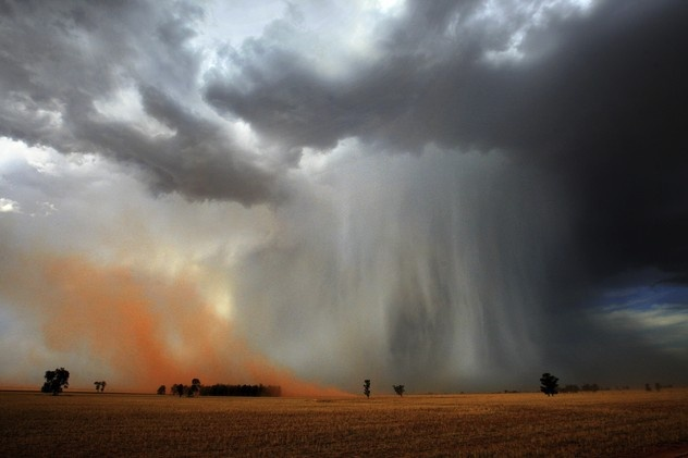 Google Image Result for http://3.bp.blogspot.com/-hKeNNpGp4IM/Tnom3NZChjI/AAAAAAAAFvo/qkhjm9yADUE/s1600/sand-storm-nick-moir.jpg