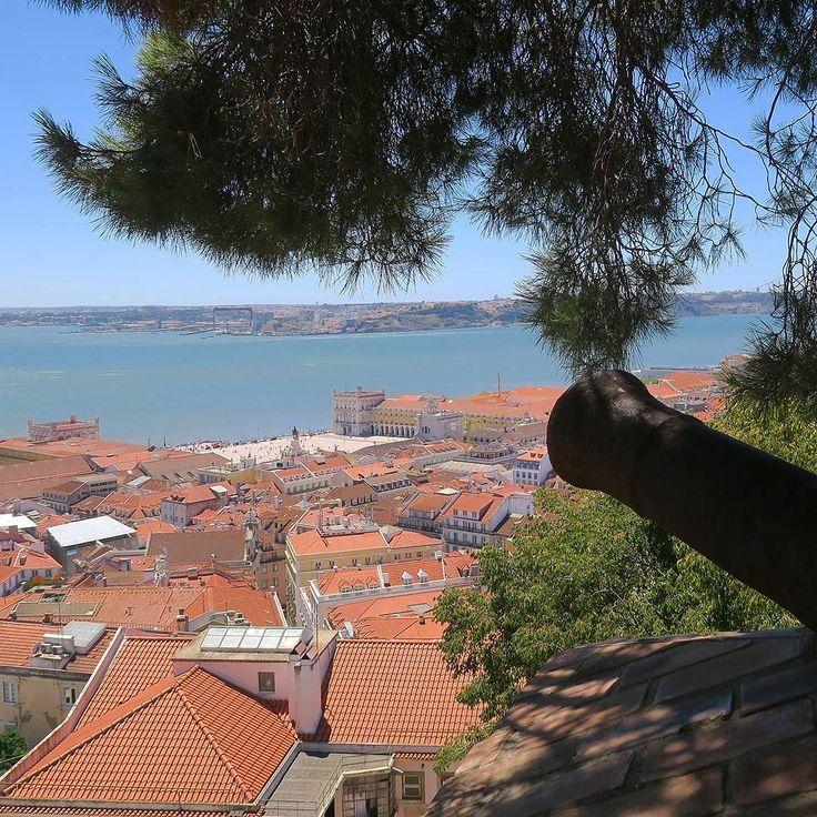 Miradouro do Castelo de São Jorge  Lisbon. #miradouro #viewpoint #lookout #castelodesaojorge #castelo #castle#canhão #cannon #riotejo #tagusriver #lisboa #lisbon #lisbonne #lissabon #lisbona #Лиссабон #里斯本 #リスボン #instalike #instalisboa #instalisbon #instatravel #instacool #instagood #welovelisbon #visitlisboa #visitlisbon #visitportugal #portugal #walkinginlisbon