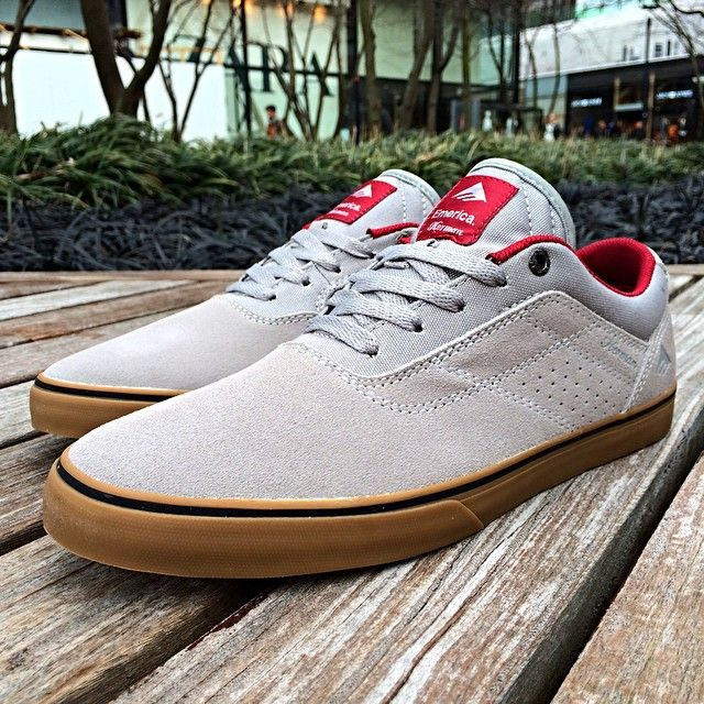 Emerica ---> http://www.bmxmagazin.ro/categorie/shoes-30/&brand%5b%5d=78/