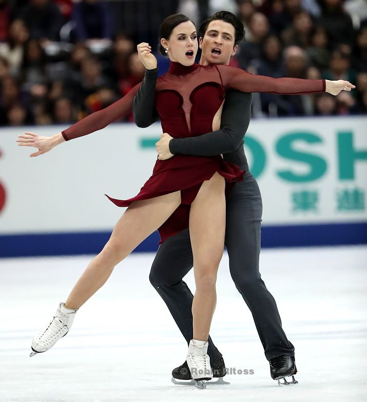 Tessa Virtue and Scott Moir of Canada perform their Free Dance at the 2017 NHK Trophy.