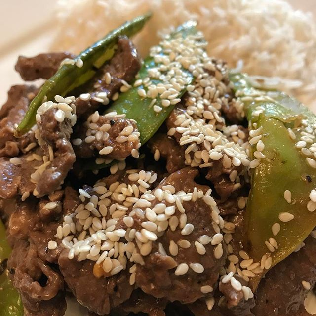 When I want a cultural twist in my nutrition plan I choose the Fresh Meal Prep Asian Beef Snap Pea dish! Aside from the lean beef, snap peas are plentiful in fiber and protein. The sesame secret sauce tops it off with big flavor. ORDER AT: www.freshmealprep.com  #freshmealprep #mealprep #healthy #nutrition #fitfam #fitness #foodporn  #muscletaco #strength #sandiego #lunch #chulavista #lajolla #lamesa #nationalcity #bonita #eastlake #otayranch #pacificbeach #springvalley #diet #delicious…