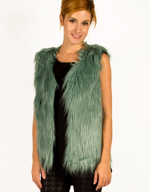 Fur vest with polka dot lining. #womensfashion #fashion #furvest #toimoi #toimoifashion
