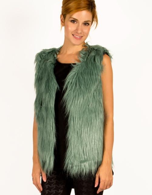 Fur vest with polka dot lining. #womensfashion #fashion #furvest #toimoi #toimoifashion