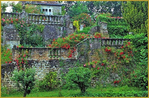 Photo du magnifique jardin à l'italienne conçu en terrasses par le peintre Henri Le Sidaner, dans son village de Gerberoy où il a vécu 40 ans. Visiter le village classé de Gerberoy, photos de la région Nord-Pas-de-Calais-Picardie.