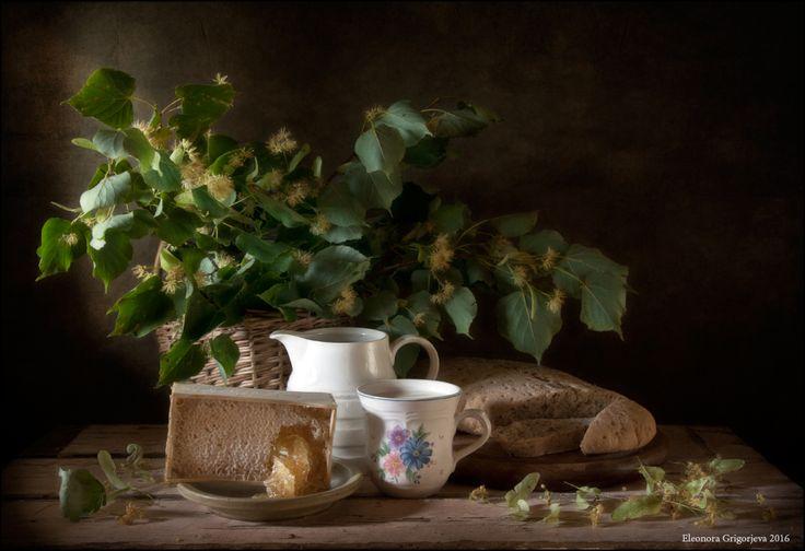 #Лето #Липа #Липовый цвет #Мёд #Молоко #Натюрморт #Соты #Хлеб Author: Eleonora Grigorjeva