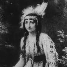 a biography of indian princess pocahontas Pocahontas has become a romantic figure in american history john smith immortalized the young woman in his dramatic account of his treatment in indian captivity smith claims that the heroic young princess stepped forward to protect his life by offering her own.