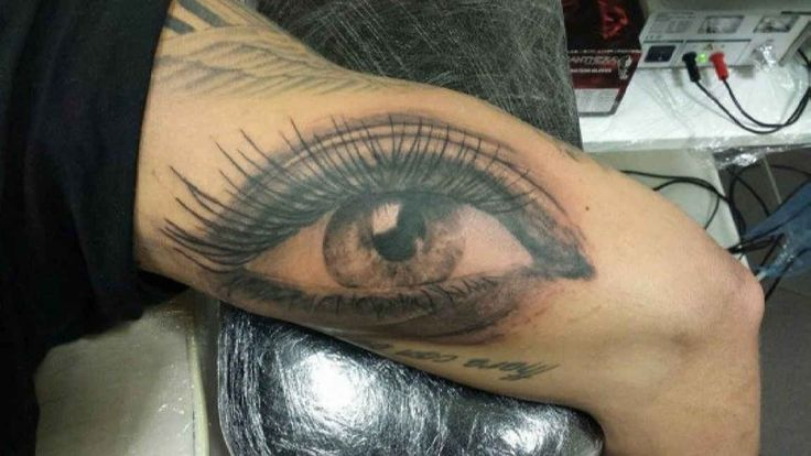 giant eye tattoo motive. Black Bedroom Furniture Sets. Home Design Ideas