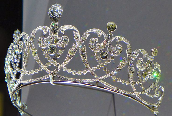 Cartier Tiara | Platinum and diamond Tiara with millegrain placement, specially made for the Countess of Moy, the Cartier jewelry company in 1909.