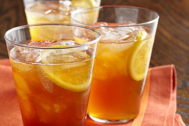 Un punch à trois ingrédients à base de préparation pour boisson CRISTAL LÉGER qui a du mordant. La boisson estivale par excellence!