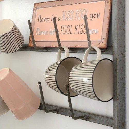 Mug a righe nera  http://www.artemisiashop.it/shop/vetro-e-ceramica/tazze-e-piatti