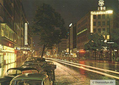 Aufnahme der Graf-Adolf-Straße in Düsseldorf aus 1964. Auf der linke Straßenseite ist das frühere Kino Residenz zu erkennen