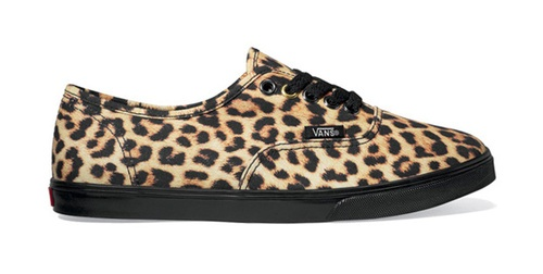 ahhdorable cheetah print vans :) >>>> next pair of shoes I purchase will be these !