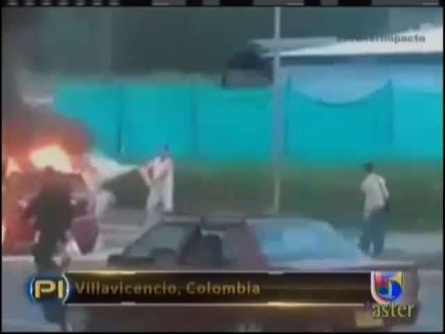 Hombre Celoso Prenden Fuego A Auto De Su Ex Pareja Con Ella Dentro