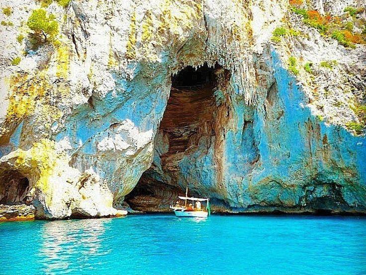 "Gozzo ""Sophia Loren"" below the White Grotto"