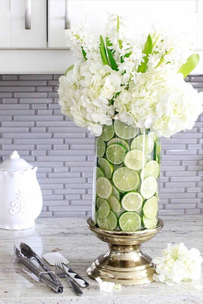 Lime Slices Tall Round Vase White Flowers Bouquet Flower Arrangement Ideas Grani In 2020 Beautiful Flower Arrangements Flower Arrangements Diy Flower Vase Arrangements