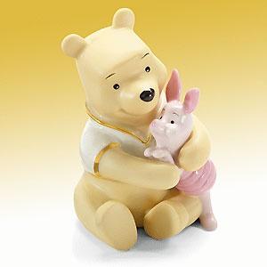 Winnie the Pooh - A Bear Hug for Piglet - Lenox - Classics Lenox - World-Wide-Art.com - $30.00