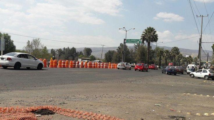 Al quedar sin funcionar el semáforo de la Avenida Siervo de la Nación propició que la carga vehicular fluyera de manera más ágil en ambos sentidos y ahora los autos ...