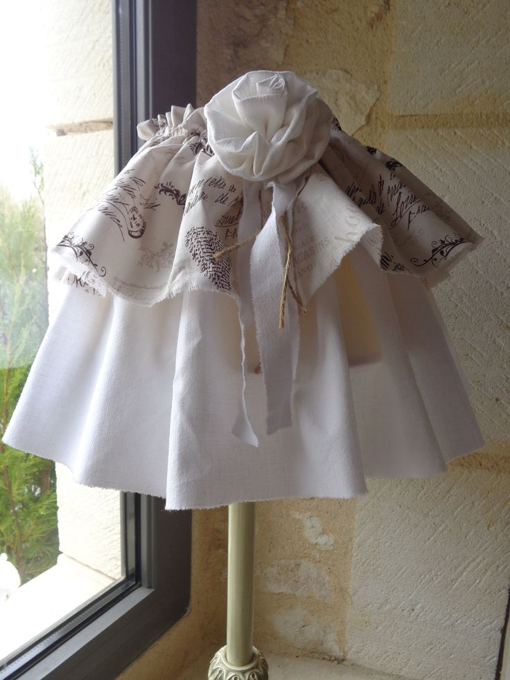 Abat jour jupon en linge ancien blanc de style shabby chic for Linge shabby chic