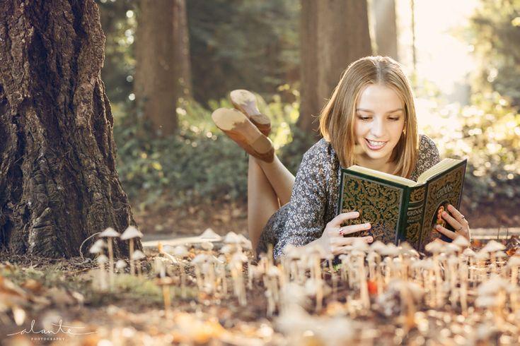 Whimsical High School Senior Photos for Book Lovers - Alante Photography Blog » Alante Photography Blog