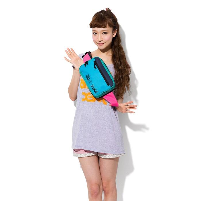 【TOWER RECORDS x X-girl 2WAY BAG】  シーンに合わせて使い分けができる、バックパックとウエストポーチ二つの用途を持つ2WAYバッグ。
